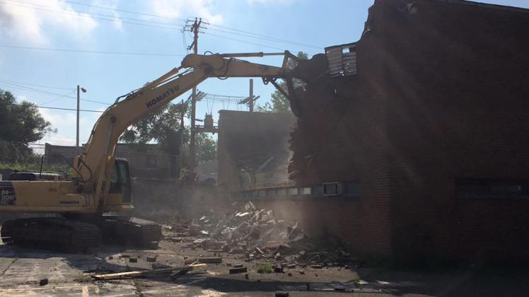 tearing-down-the-old-caswell-club